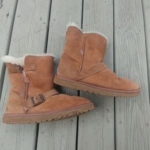 Ugg boots size 9. 1001202